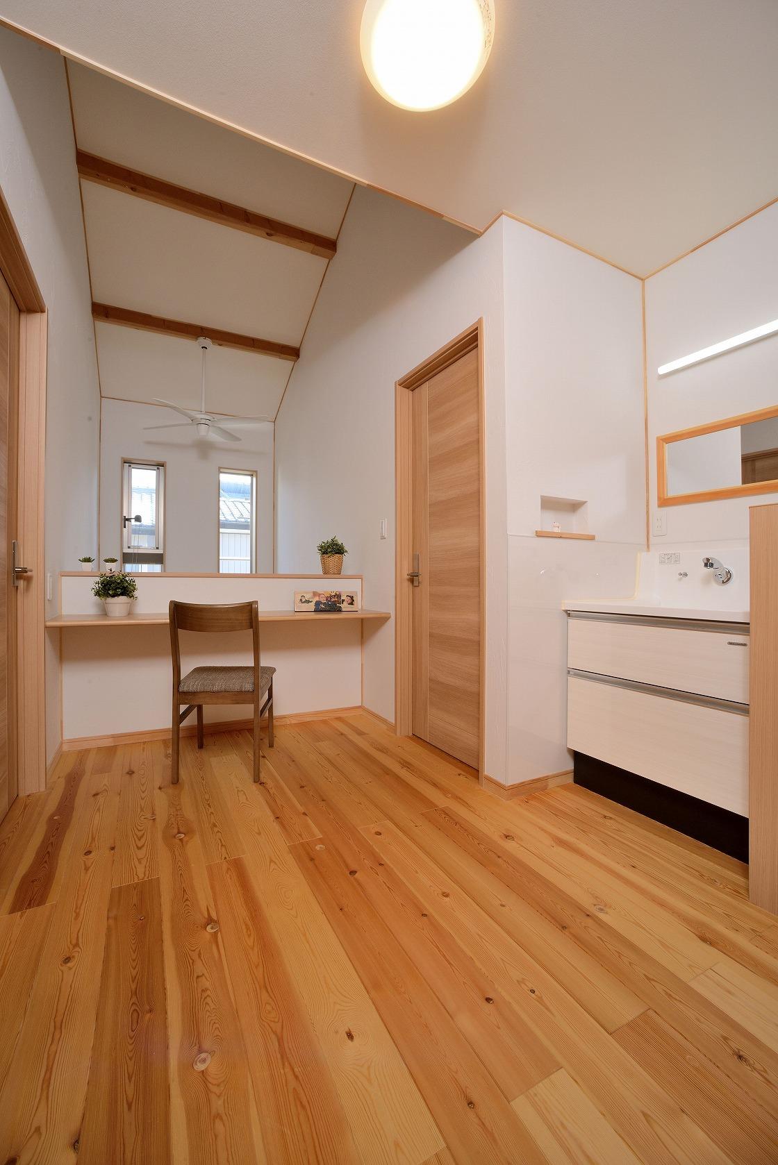自然素材・無垢材の清涼感溢れる家