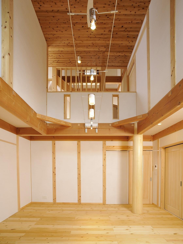 真壁造りの大きな吹抜けのある高断熱で快適な家
